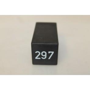 0557434 - 443927351B - Regelapparaat schakelblokkering div. Audi modellen Bj 87-03
