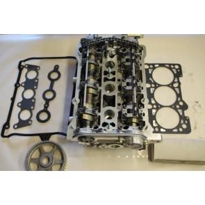 Cilinderkop met kleppen en nokkenas Cil 4-6 2.4 V6 benz. Audi A4 Bj 98-99