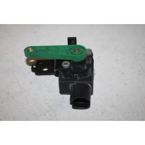Niveausensor met stangenstel. LV Audi A3, S3, TT, TTS,TTRS Bj 07-14